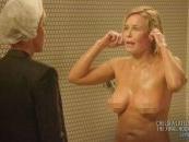 Ćaskanje pod tušem! Čelsi Hendler pokazala gole grudi koleginici Elen Dedženeris