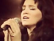 DANAS OMILJENA SVIM GENERACIJAMA: Prepoznajete li pevačicu sa slike?
